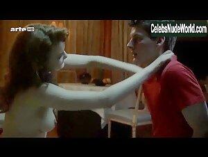Steffi Garrard, Deborah Twiss - Gravity (2010) Scena Di Sesso ...